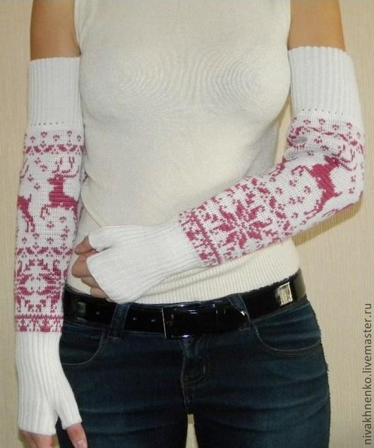 Варежки, митенки, перчатки ручной работы. Ярмарка Мастеров - ручная работа. Купить Митенки вязаные длинные Розовый олень. Handmade.