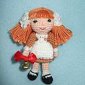 """Куклы и игрушки ручной работы. Ярмарка Мастеров - ручная работа Брошка-брелок """"Школьница""""  Звенит, звенит звонок.... Handmade."""