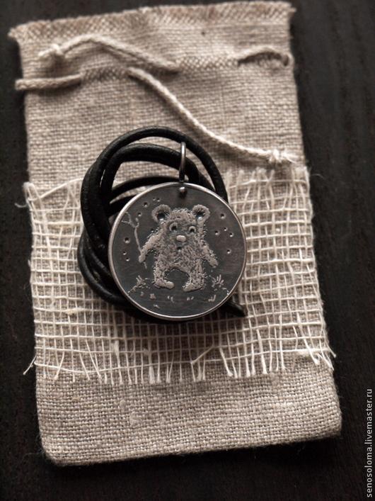 """Кулоны, подвески ручной работы. Ярмарка Мастеров - ручная работа. Купить Медальон """"Мишка"""". Handmade. Чеканка, оригинальный подарок, медь"""