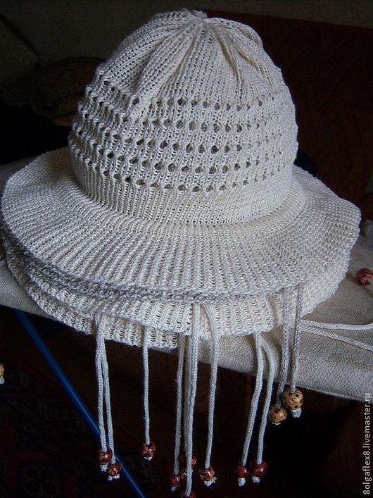 Шляпка изо льна в белом и сером исполнении, натуральный материал позволяет летом чувствовать себя комфортно при жаркой и солнечной погоде