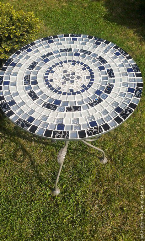Столешница с мозаикой не боится влаги, Кованый стол с мозаикой с легкостью украсит собой любую дачу и даже веранду или сад