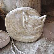 """Украшения ручной работы. Ярмарка Мастеров - ручная работа Брошь """"Белый котик"""". Керамика ручной работы.. Handmade."""