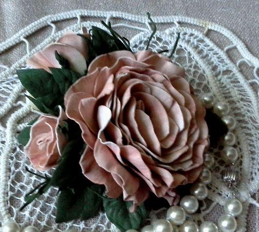 """Свадебные украшения ручной работы. Ярмарка Мастеров - ручная работа. Купить Брошь-зажим для волос """"Роза с 2 бутонами"""" из фоамирана. Handmade."""