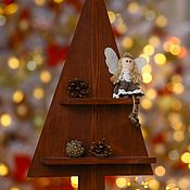 Елки ручной работы. Ярмарка Мастеров - ручная работа Настольная деревянная ёлка с полками. Handmade.