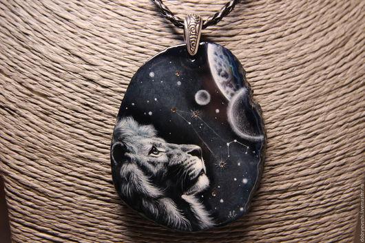 """Кулоны, подвески ручной работы. Ярмарка Мастеров - ручная работа. Купить Кулон """"Созвездие льва"""". Handmade. Черный, галактика, лак"""