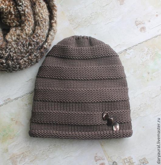 Двойная удлинённая шапочка из шелковистой шерсти мериноса экстрафайн. Шапочка тёплая, очень удобная, мягкая, шикарно подходит к классической одежде. Цвет корица с какао, необычайно красивый.
