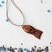 """Украшения ручной работы. Ярмарка Мастеров - ручная работа """"На крючке"""" резной кулон/брелок рыбка. Резьба по дереву. Handmade."""