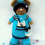 Мягкие игрушки ручной работы. Ярмарка Мастеров - ручная работа Вязаная кошечка в одежде, вязаная игрушка кошка, вязаная кошка. Handmade.