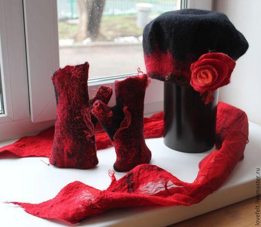"""Комплекты аксессуаров ручной работы. Ярмарка Мастеров - ручная работа. Купить Комплект из шерсти: митенки, берет и шарфик """"Кармен"""". Handmade."""