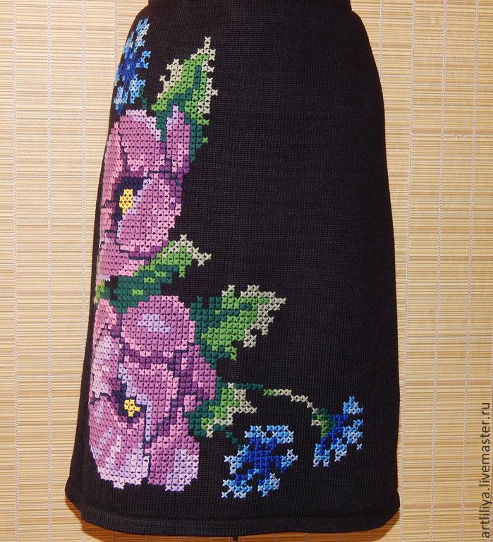 Вязаная юбка с вышивкой