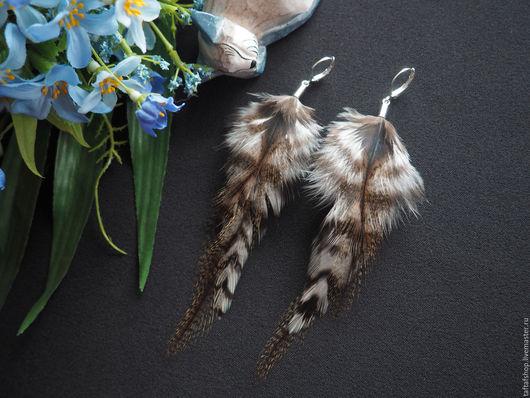 Серьги с перьями - необычное украшение в стиле бохо! Серьги ручной работы хорошо прекрасно смотрятся! Яркие серьги с перьями предадут вашему образу интригующую изюминку и сделают его незабываемым!