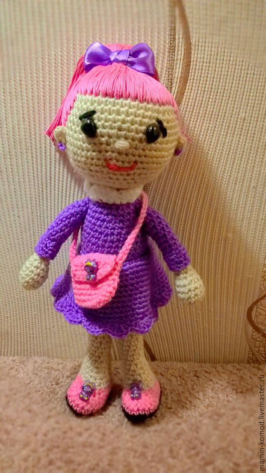 Ультра-модная Янка ищет дом и друзей! Украсит Ваш интерьер или станет запоминающимся подарком и любимой игрушкой для девочки любого возраста!  высота - 25 см, вязка крючком в технике амигуруми
