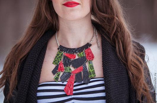 Колье, бусы ручной работы. Ярмарка Мастеров - ручная работа. Купить Стильное цветное 100% кожанoe колье (red/green/black). Handmade.