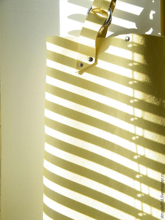 кожаная сумка тоут, сумка-tote, сумка-шопер, сумка кожаная большая, сумка на каждый день кожаная, желтая сумка из кожи, сумка с заклепками, сумки Анастасии Симоновой