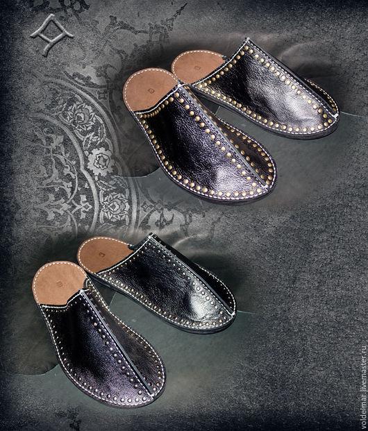 Обувь ручной работы. Ярмарка Мастеров - ручная работа. Купить Тапочки кожаные байкерские мужские ручной работы.. Handmade. Черный