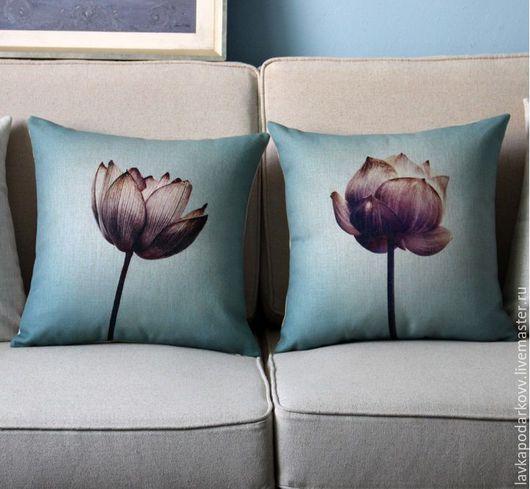 Комплект подушек `Тюльпаны на бирюзе`