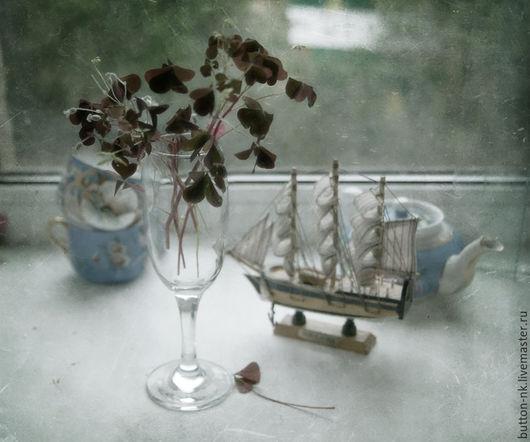 Фотокартины ручной работы. Ярмарка Мастеров - ручная работа. Купить Натюрморт Кораблик на окне. Handmade. Голубой, вишневый, чашки, посуда