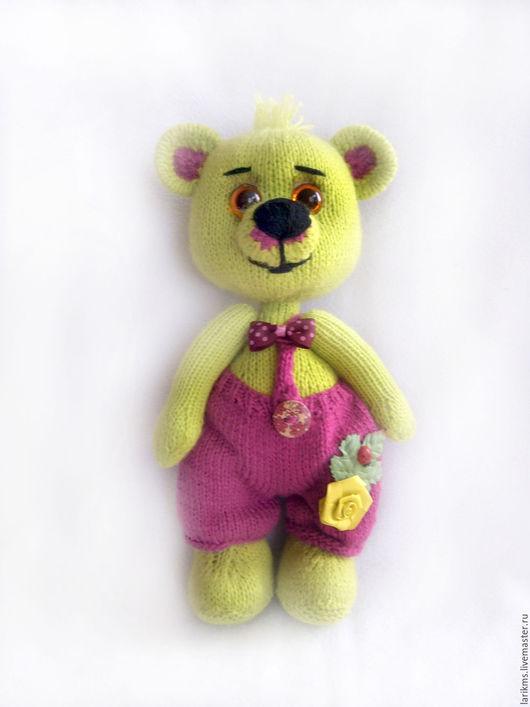Это мишка, медвежонок Мой дружок с самых пеленок Ведь с ним можно поиграть Вместе книжку почитать А когда совсем устанешь На бочок и вместе спать.