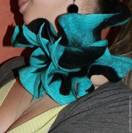 Шарфы и шарфики ручной работы. Ярмарка Мастеров - ручная работа. Купить Валяный шарф-волан Бирюзово-черный Шарф горжетка. Handmade.