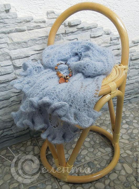 """Палантин """"Дымка""""  вязаный, ажурный, сури альпака 100%, серо-голубого цвета с легким сиренево-дымчатым оттенком, лавандовый"""