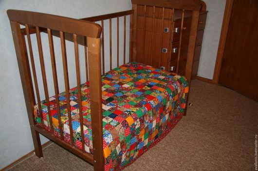 """Пледы и одеяла ручной работы. Ярмарка Мастеров - ручная работа. Купить """"Пёстрое"""" детское, ватное, лоскутное одеяло. Handmade."""