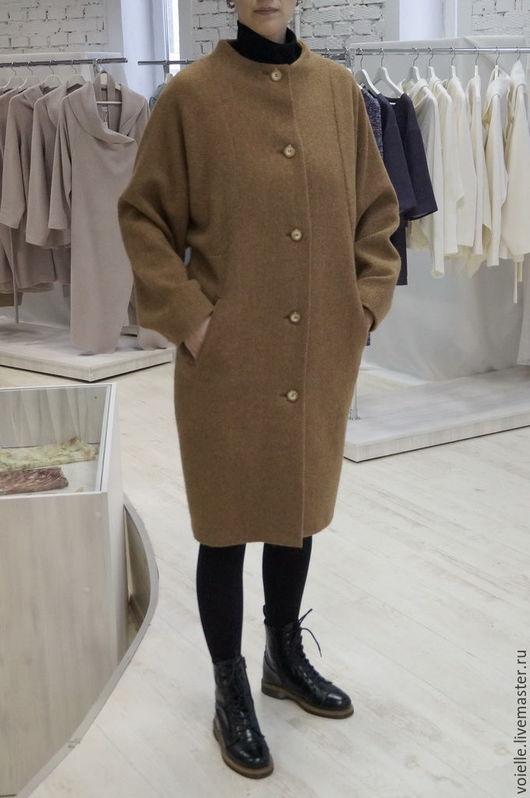 пальто однотонное, пальто на осень, пальто на зиму, пальто песочное, пальто теплое, пальто на подкладе, пальто демисезонное, пальто модное, пальто комфортное, пальто с широким рукавом, пальто объемное