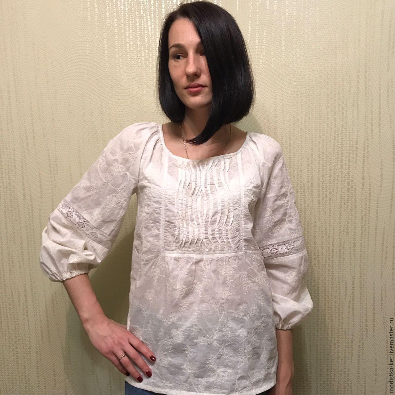 Блузка с отделкой шитьем