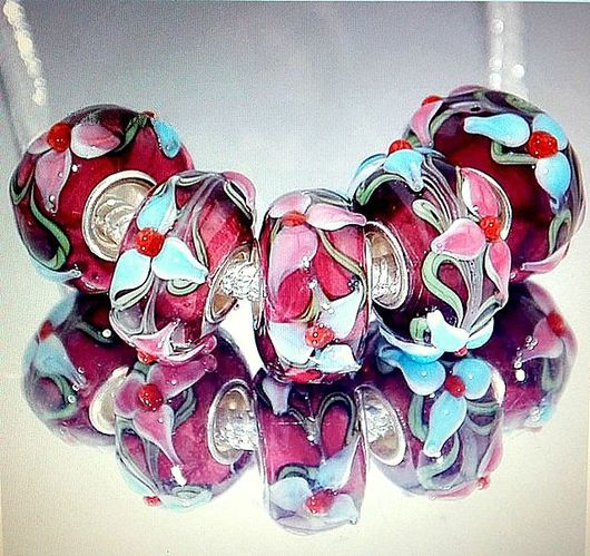Для украшений ручной работы. Ярмарка Мастеров - ручная работа. Купить Шарм бусина с нежными цветами стекло лэмпворк. Handmade.
