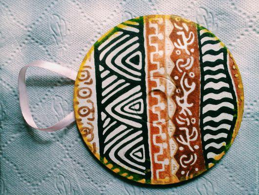 Диск `Африка`. 100 рублей. Фона нет; африканские мотивы; бледно-розовый крючок.