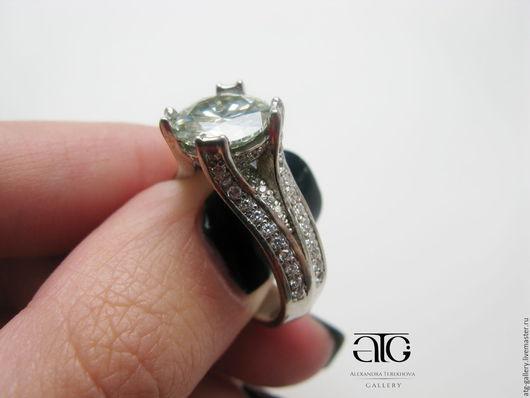 Роскошное золотое кольцо с бриллиантами!