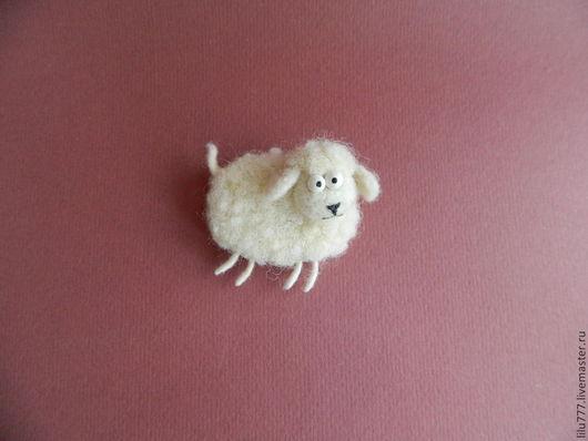 Миниатюра ручной работы. Ярмарка Мастеров - ручная работа. Купить Овечка(брошь,магнит). Handmade. Белый, овечка валяная, магнит, шерсть