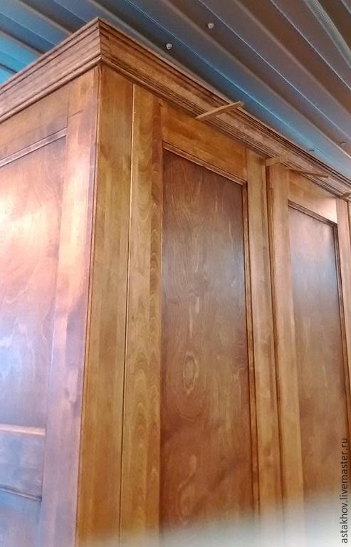 шкаф из массива дерева, покрытый натуральным маслом и воском. Шкаф в классическом стиле.