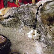 Фен-шуй и эзотерика ручной работы. Ярмарка Мастеров - ручная работа Зуб волка двойной, кулон-оберег.. Handmade.