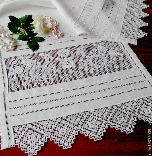 чистота скромность русский север русский стиль русский быт льняной белый рушник полотенце украшение стола украшение интерьера мережки стррочевая вышивка белым по белому роза