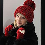 Аксессуары ручной работы. Ярмарка Мастеров - ручная работа Вязаная шапка объемная красного цвета с помпоном. Handmade.