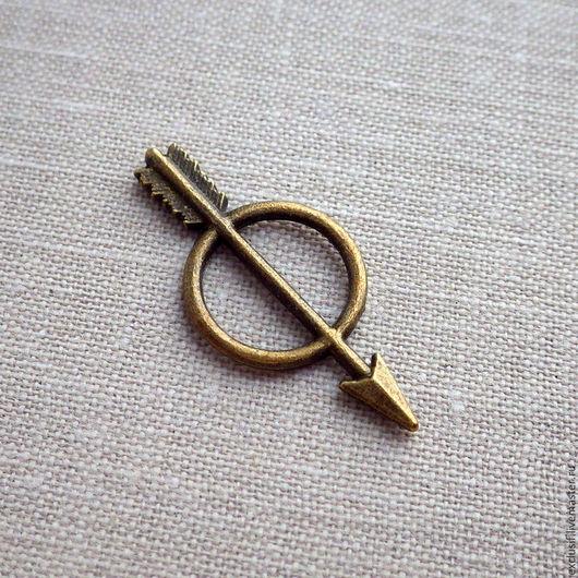 Фурнитура для создания украшений - стрела в круге подвеска коннектор для кулона, серег, браслета или брелока. Размер стрелы 2,8х1,3 см. Купить подвеску коннектор стрела в круге
