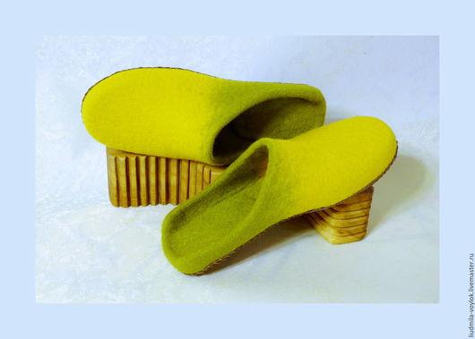 """Обувь ручной работы. Ярмарка Мастеров - ручная работа. Купить Валяные тапочки """"Весеннее свидание"""". Handmade. Салатовый, валяная обувь"""