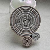 Украшения ручной работы. Ярмарка Мастеров - ручная работа Брошь из кожи в виде спирали. Кожаная брошь завиток. Handmade.