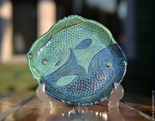Тарелки ручной работы. Ярмарка Мастеров - ручная работа. Купить Керамическое блюдо с рыбами Синий Инь Янь. Handmade. Для кухни