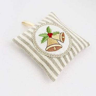 """Подарки к праздникам ручной работы. Ярмарка Мастеров - ручная работа Саше с вышивкой """"Новогоднее"""". Handmade."""