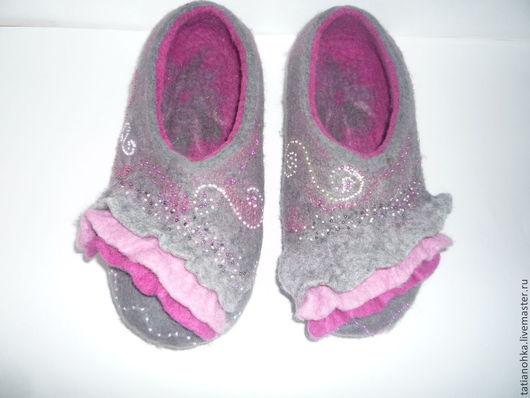 Обувь ручной работы. Ярмарка Мастеров - ручная работа. Купить Тапочки валяные Воланчики. Handmade. Серый, оригинальные тапочки