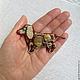 Изящная небольшая брошь в форме собаки-таксы. Авторская бижутерия ручной работы. Подарок женщине, девушке.