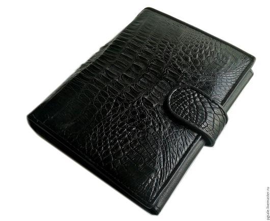 Мужское портмоне из кожи крокодила. Чёрное портмоне. Кошелек из кожи крокодила. Крокодиловый кошелек. Купить портмоне. Подарок. Подарок мужчине.