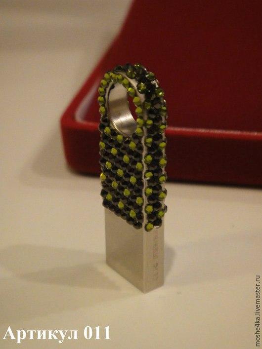 Компьютерные ручной работы. Ярмарка Мастеров - ручная работа. Купить Флешки с кристаллами Swarovski. Handmade. Зеленый, Кристаллы swarovski