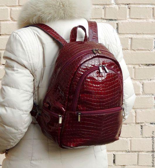 Рюкзак как внешне эффектный, яркий, так внутри вместительный, удобный, легкий, и функциональный.