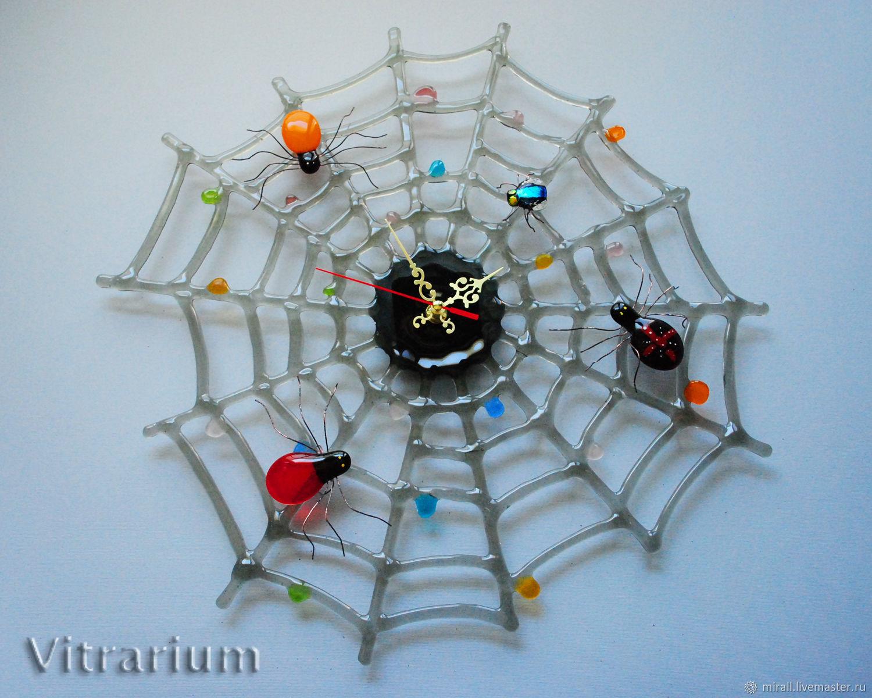 """Часы для дома ручной работы. Ярмарка Мастеров - ручная работа. Купить Необычные настенные часы """"Паутина"""", фьюзинг, стекло. Handmade."""