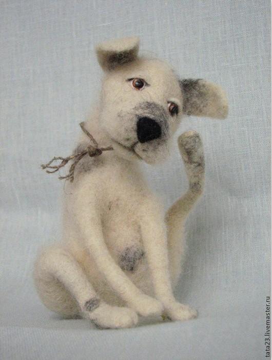 Игрушки животные, ручной работы. Ярмарка Мастеров - ручная работа. Купить Игрушка из шерсти. Валяная собака.. Handmade. Чёрно-белый
