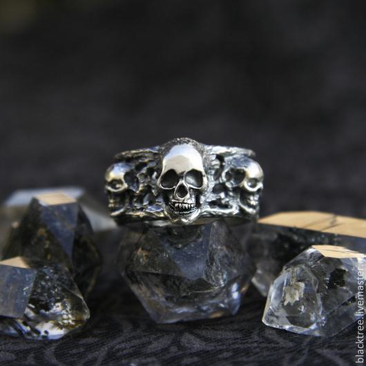 """Кольца ручной работы. Ярмарка Мастеров - ручная работа. Купить """"5 skulls"""" серебряное мужское кольцо ручной работы, кольцо череп. Handmade."""