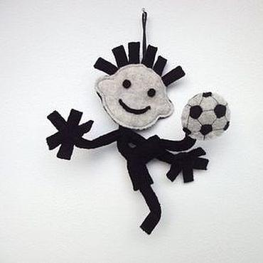 Сувениры и подарки ручной работы. Ярмарка Мастеров - ручная работа Каркасная гибкая игрушка. Футболист. Handmade.