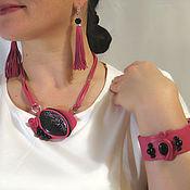 Кулон, браслет и серьги-кисти из кожи и агатов. Розовый.